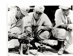 1940'S CINCINNATI REDS TEAM 8X10 PHOTO CROSLEY RADIO HEADPHO