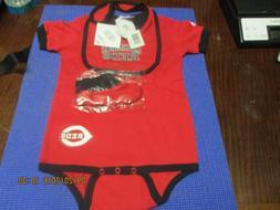 MLB-CINCINNATI REDS IN BLACK ON FRONT-3PC INFANT SET-CREEPER